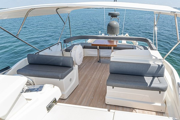 Flybridge Seating and Grill / Bar