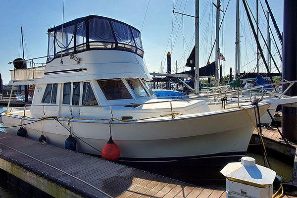 39' Mainship 390 Sedan 2003 | Nauti Paws