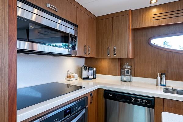 2015 Hatteras 80 ft Motor Yacht - DADDY