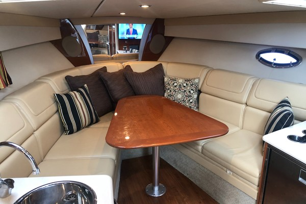 2009 35 Formula Sun Sport - Interior Cabin Seating