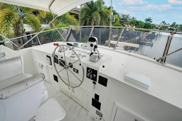 1983Hatteras 61 ft Cockpit Motor Yacht   Lucky Six