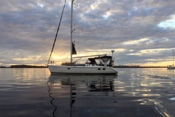 37-ft-Hunter-2000-- Green Cove Springs Florida United States  yacht for sale