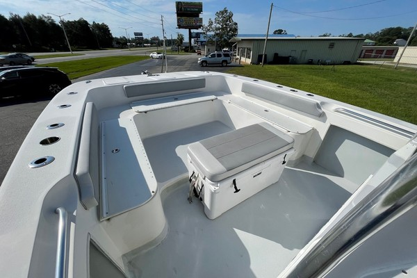 Bow and Foredeck Area