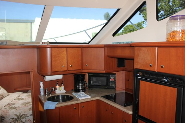 Wine Knot 39ft Silverton Yacht For Sale