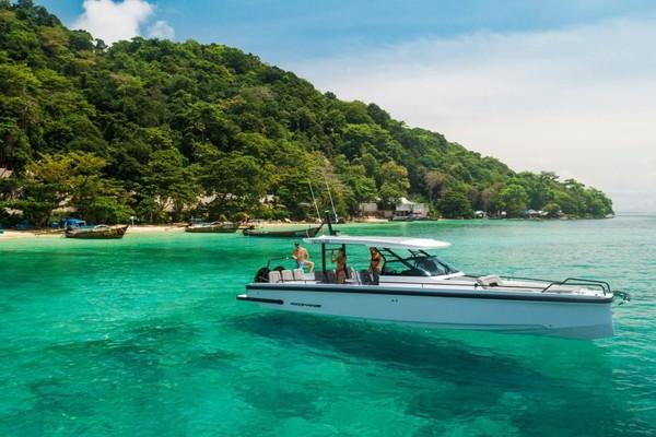 37-ft-Axopar-2021-37 Sun Top- Palm Beach Florida United States  yacht for sale
