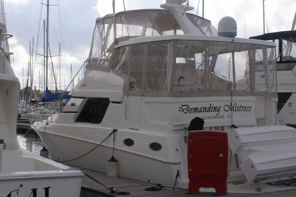 39' Silverton 392 Motor Yacht 2000 | Demanding Mistress