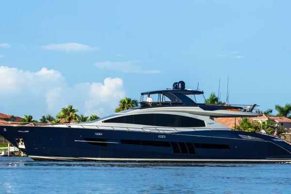 Lazzara 92 Motor Yacht Flybridge