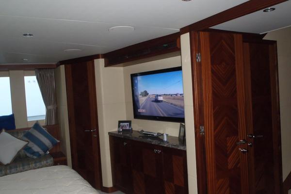 90 Ocean Alexander Skylounge