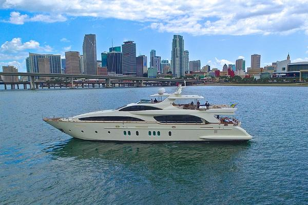116' Azimut Flybridge 2004 | Happy Hour