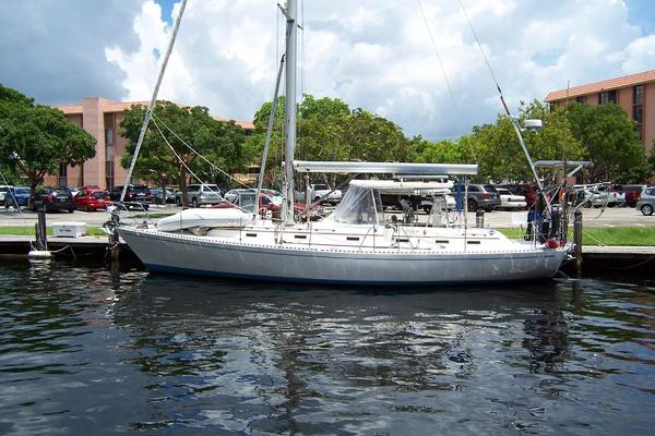 44' Hylas 44 Center Cockpit Sloop 1987 |
