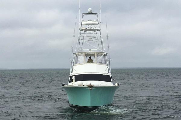 Port idle in open water