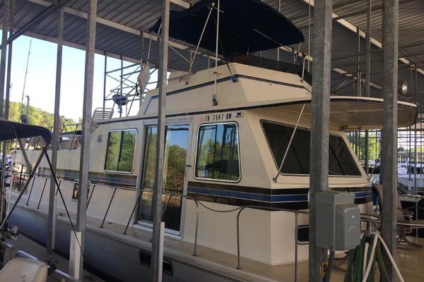 47' Harbor Master 47 1985 | Rodney's Boat