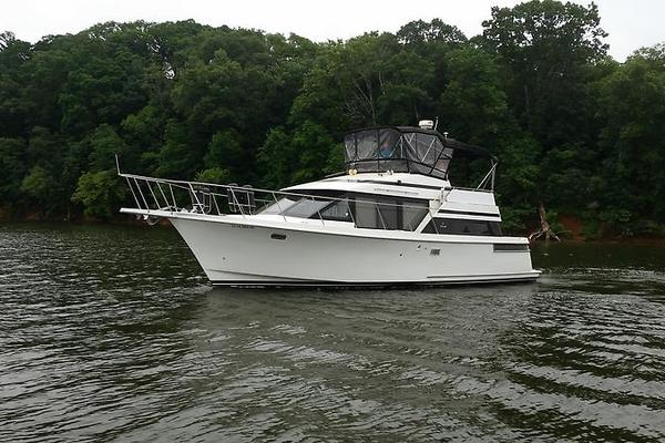 photo of Tollycraft 39 sport port profile 2.jpg
