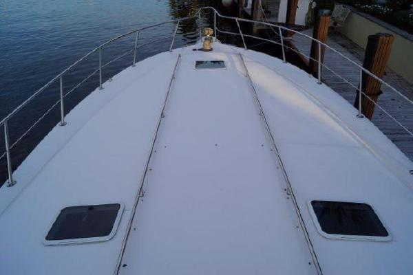 1996 Sea Ray 50' 500 Sundancer  | Picture 5 of 32