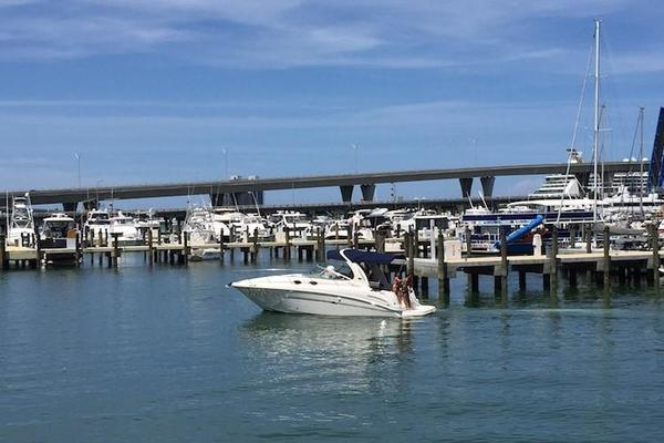 2005Sea Ray 30 ft 300 Sundancer