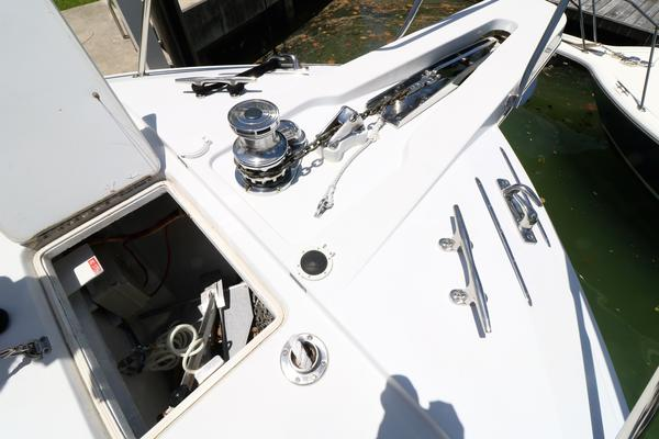 2000 Hatteras 70' 70 Convertible    Picture 3 of 57
