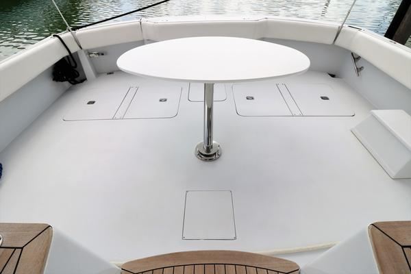 2000 Hatteras 70' 70 Convertible    Picture 4 of 57
