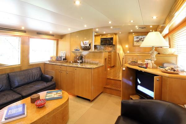 2000 Hatteras 70' 70 Convertible    Picture 1 of 57