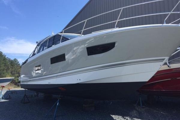 2015Jeanneau 40 ft Leader 40