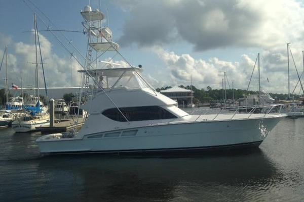 2000 Hatteras 50' Convertible Everything's Rosie | Picture 2 of 14