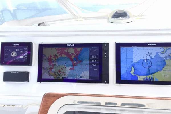 2006 Hatteras 50' 50 Convertible  | Picture 3 of 43