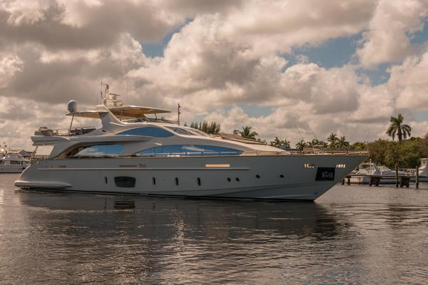 2005 Azimut 105' 105  | Picture 2 of 35