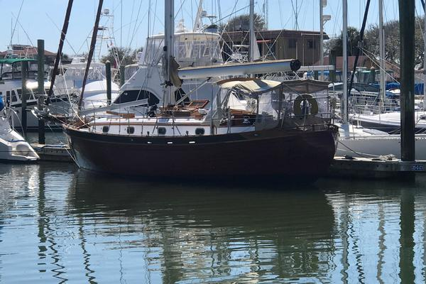 1979Tayana 37 ft 37 Robert Perry Classic Design   The Black Pearl