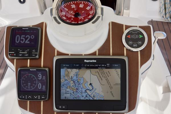 2006Hunter 45 ft 45 Center Cockpit   NANITA