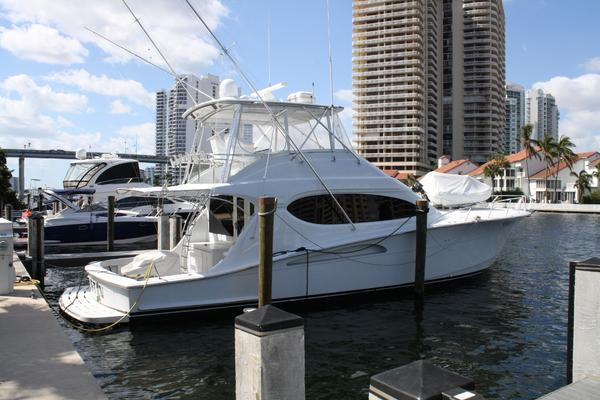 Picture Of: 54' Hatteras 54 Convertible 2004 Yacht For Sale | 2 of 42