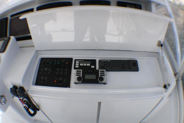 2004 Hatteras 54' 54 Convertible  | Picture 7 of 42