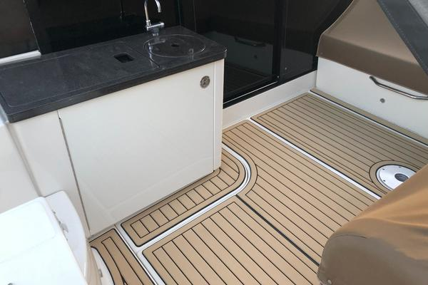 Picture Of: 47' Sea Ray 470 Sundancer 2015 Yacht For Sale | 4 of 124