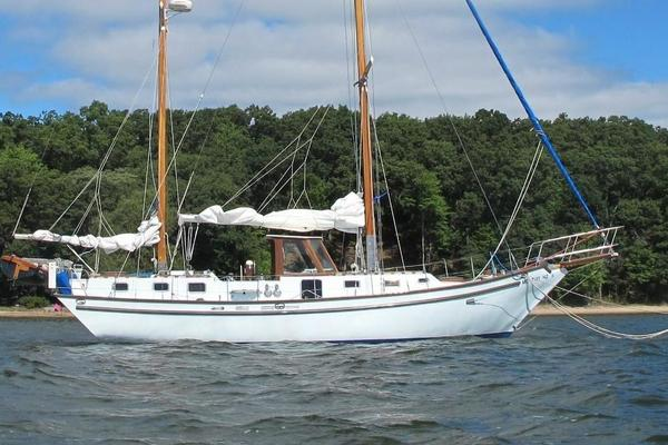 Bruce Roberts 43' Spray Fiberglass Ketch