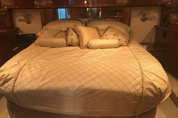 2005 Marquis 59' 59 VIP ONLY   Picture 8 of 111