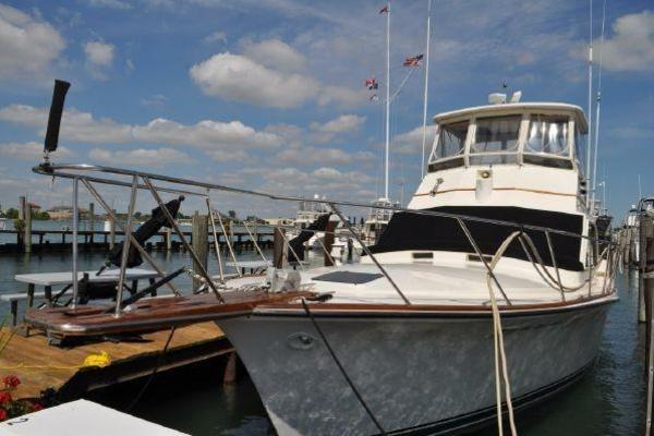 42' Ocean 42 Sunliner 1981 | The Bottom Line