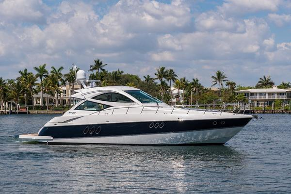 Cruisers Yachts Sports Coupe
