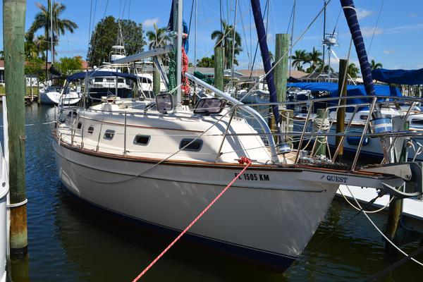 35' Island Packet 350 1998 | Quest