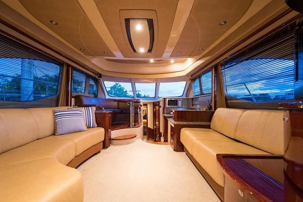 Picture Of: 52' Sea Ray 52 Sedan Bridge 2007 Yacht For Sale | 3 of 10