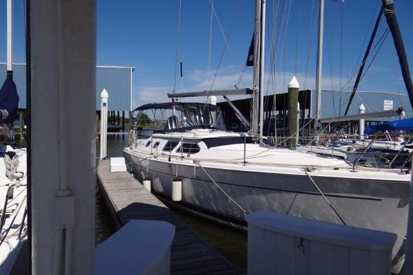 41' Hunter 41 Deck Salon 2006 | Solstice