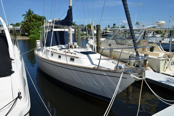 38' Pearson 385 1984 | Starboard Tack