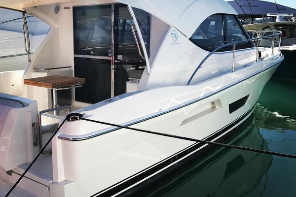 Riviera 38' 3600 Sport Yacht 2017