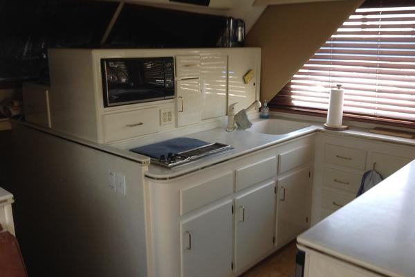 1989 Hatteras 52' 52 Convertible Sea Horse    Picture 4 of 11