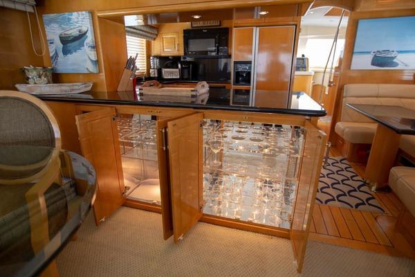 2000 Hatteras 75' Cockpit Motor Yacht Getaway   Picture 4 of 59