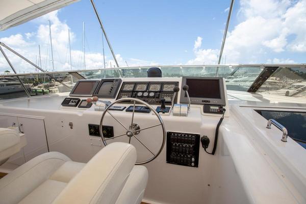 2000 Hatteras 75' Cockpit Motor Yacht Getaway   Picture 5 of 59