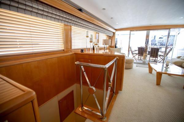 2000 Hatteras 75' Cockpit Motor Yacht Getaway   Picture 3 of 59