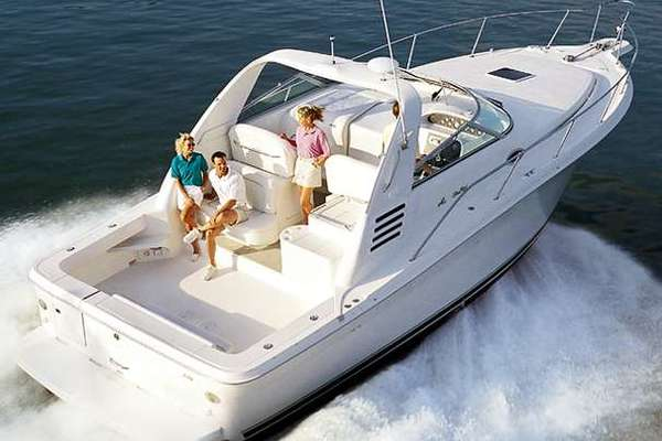 33' Sea Ray 330 Express Cruiser 2000 |