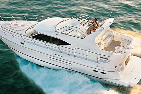 44' Cruisers Yachts 4450 Express Motoryacht 2000 | Les Stress