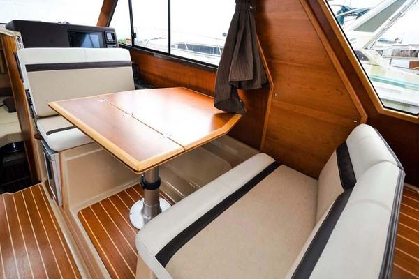 Helm Seat Reversed for Dining