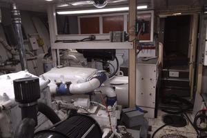 91' Broward Raised Bridge Motor Yacht 1981 ENGINE ROOM