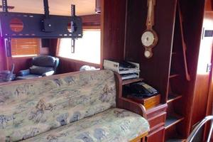 56' Hatteras Motoryacht 1983 Lower Helm Bench Seat