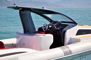 46' Pirelli PZero 1400 Cabin 2018 Starboard - Helm Station